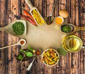 Pasta sin cocer y especias — Foto de Stock