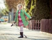 Girl goes to school — Stock Photo