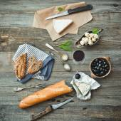 French cuisine. Different types of cheese — Stock Photo