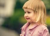 Beautiful girl in street — Stock Photo