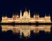 Famous building of Parliament at night, Budapest — Stock Photo