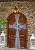 Dörr med bröllop dekoration — Stockfoto