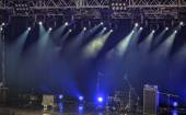 Spotlights and illumination on stage with sound equipment — Stok fotoğraf