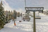 Chairlift at ski resort  — Stock Photo