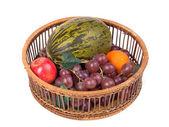Kosz z owocami — Zdjęcie stockowe