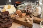 ココアのケーキのための原料 — ストック写真