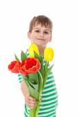 Chłopca gospodarstwa tulipany — Zdjęcie stockowe
