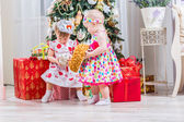 Two baby girls with christmas present — Stock Photo