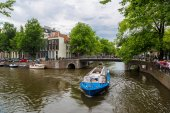 Amsterdam canals and  boats — Stockfoto