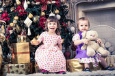 Girls with christmas presents — Stockfoto