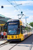 Modern spårvagn i Dresden — Stockfoto