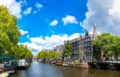 Canal and bridge in Amsterdam — Stock Photo