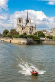 Seine and Notre Dame de Paris — Stock Photo