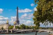 Eiffel Tower and bridge Alexandre III — Fotografia Stock