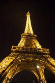 Eiffel Tower at nigh in Paris — Stock Photo