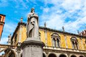 Statue of Dante   in Verona, Italy — Stock Photo