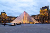 Louvre at night in Paris — Stock Photo