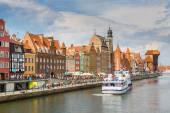 Cityscape on the Vistula River in Gdansk, Poland. — Stock Photo