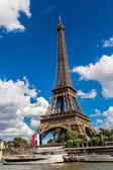 Seine and Eiffel tower  in Paris — Stock Photo
