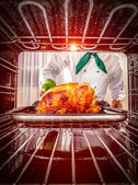 Cooking chicken in the oven. — Stockfoto