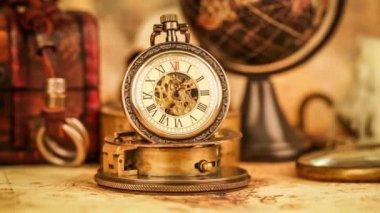 Antike taschenuhr — Stockvideo