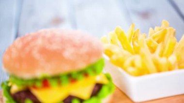 Appetizing hamburger cheeseburger — Stock Video
