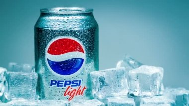 Can of Pepsi cola on ice — Stock Video