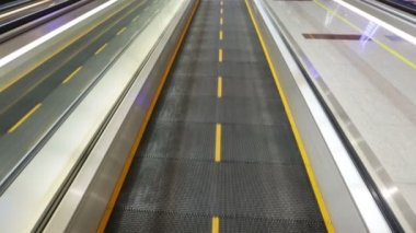 Airport moving sidewalk — ストックビデオ