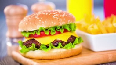 Appetizing hamburger cheeseburger — Stock Video
