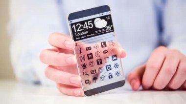 футуристический смарт-телефон (phablet) с прозрачным дисплеем в человеческие руки. понятие фактических будущих инновационных идей и лучших технологий человечество. — Стоковое видео