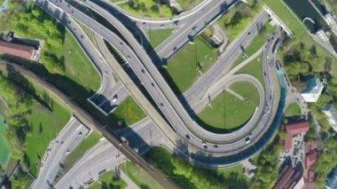 Vista aerea di un incrocio autostradale — Video Stock