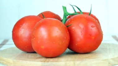 Tomatoes slowly rotate — Stock Video