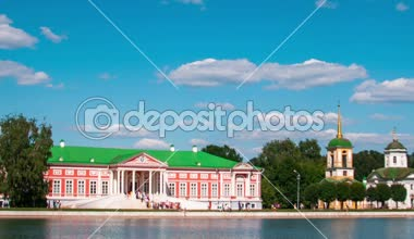 Vacationers go boating about Kuskovo palace. — Stock Video