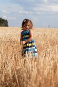 Little girl in whield — Stockfoto