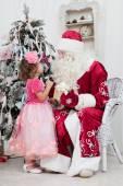 Little girl talks to Santa Claus — Stock Photo