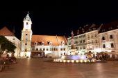 Bratislava gece merkezi kare — Stok fotoğraf