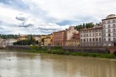 Houses on bank of river of Arno — Fotografia Stock