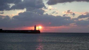 Sunrise over beacon in Yalta — Stock Video