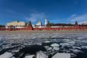 Moskva River against Moscow Kremlin — Stock Photo
