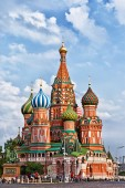 Tourists near St. Basil's Cathedral — Stock Photo