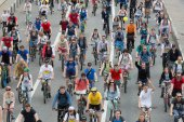 Cyclists on the Moscow cycle parade — Stock Photo