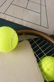 Racket and tennis balls — Stock Photo