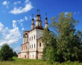Ruins of ancient Orthodox Church in Varnitsy (Totma), North Russ — Stock Photo