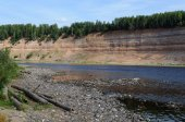 Geological outcrop on the riverbank — Stock Photo