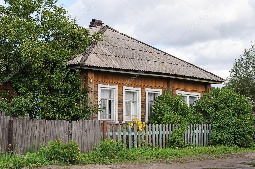 alte h lzerne landhaus mit schieferdach stockfoto 62605023. Black Bedroom Furniture Sets. Home Design Ideas