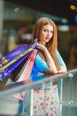 Young woman shopping in a mall — Photo