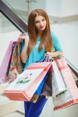 Young woman shopping in a mall — Stock Photo