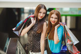 Two young women shop in a big supermarket. — Stockfoto