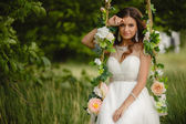 Beautiful bride is swinging on a swing — ストック写真