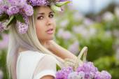 Spring portrait of a beautiful girl with lilac. — Stock Photo